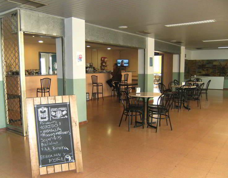 Cafeter a restaurante piscina cubierta virgen del val for Piscina cubierta alcala de henares